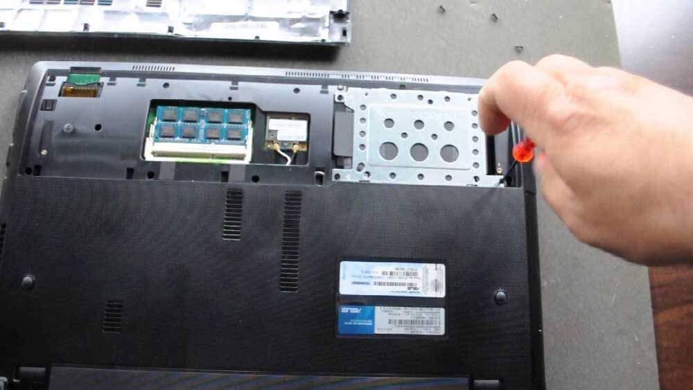 How to remove laptop hard drive