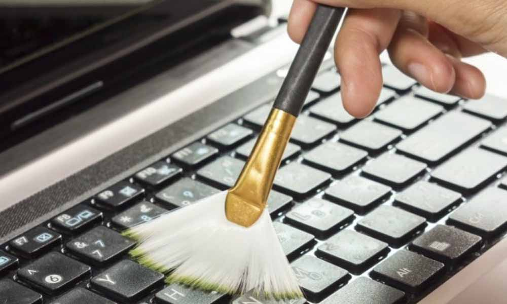 how to clean a laptop keyboard